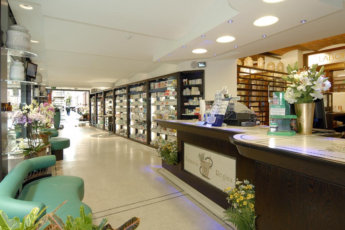 Arredamento Farmacia della Regina Bologna